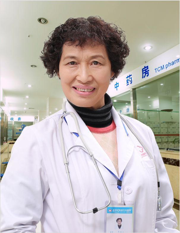 呼市皮肤科专家-李瑞云